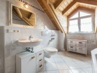 Чем помыть кафель в ванной — хитрые способы для тех кто не знает что делать!
