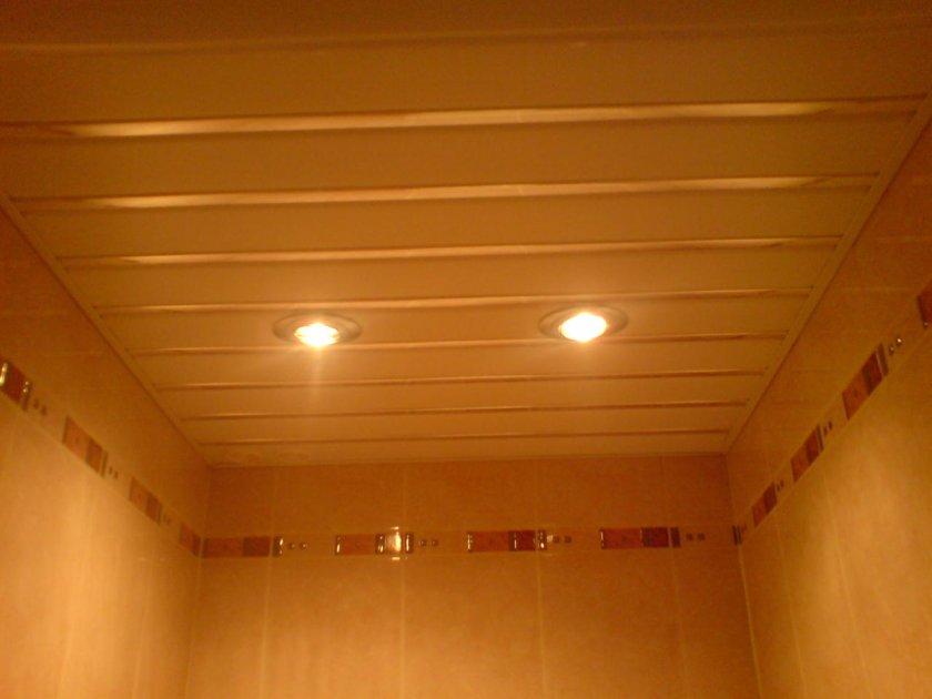 Потолок в туалете ремонт