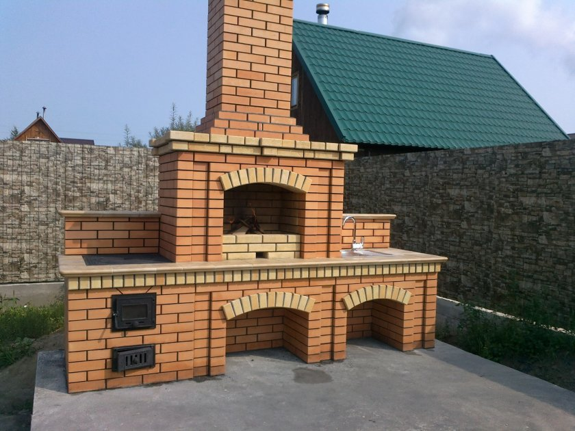 Барбекю-комплекс из кирпича
