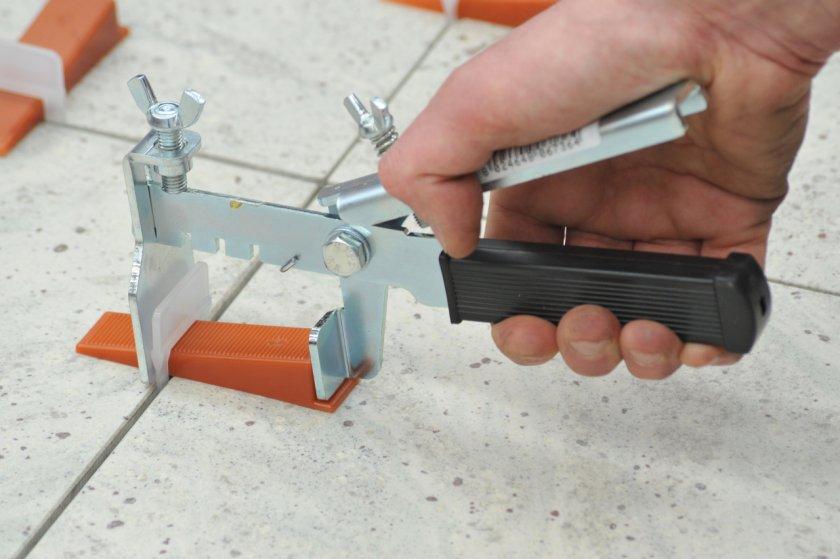 Самодельные приспособления для укладки плитки
