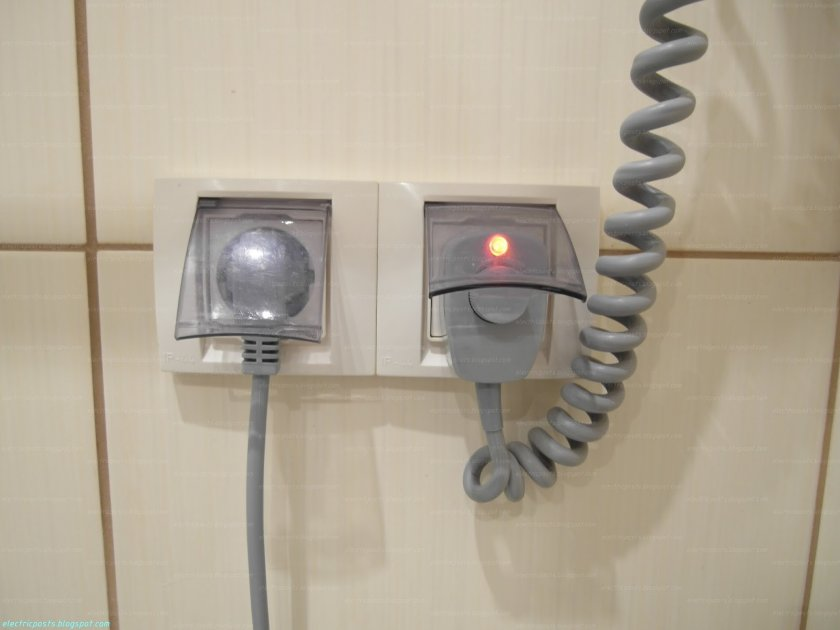 Важно! Необходимо помнить, что розетки в ванной проводятся лишь на основе  специальных правил. Их нарушение может привести к штрафам от сотрудников ... def3ff2b7af