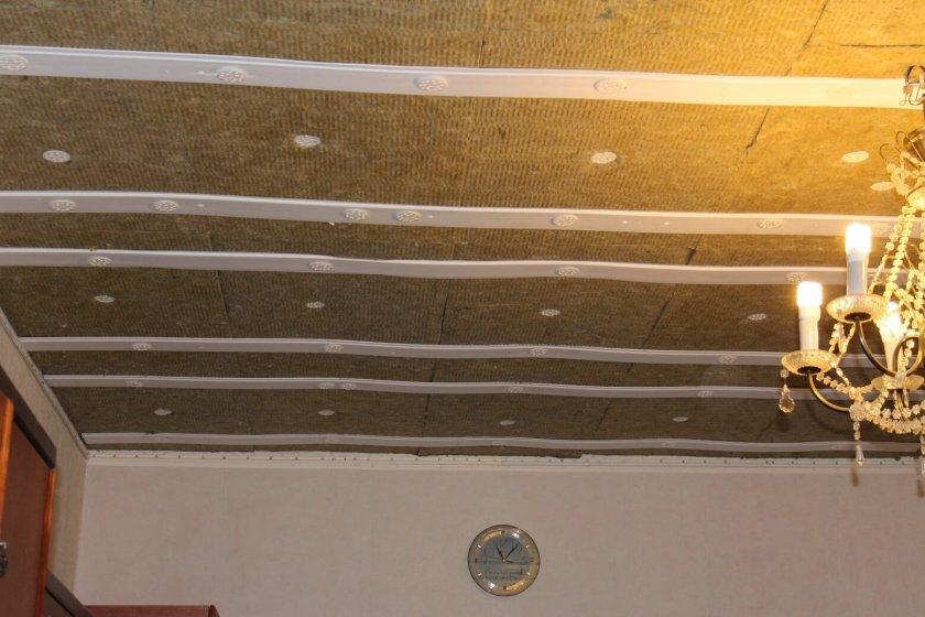 Установка шумоизоляции под натяжной потолок