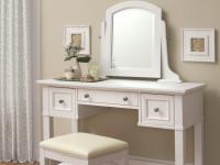Столик в спальню — практичные и долговечные модели в интерьере! (126 фото)
