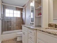 Стеклянная шторка для ванной комнаты: фото в интерьере разных вариантов